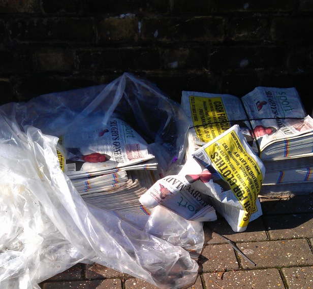 Copies of the R&TT on the pavement (photo: © @twickeman)