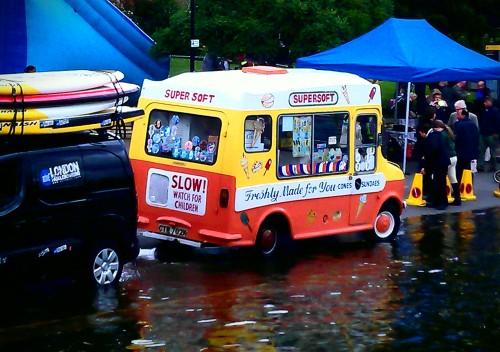 Ice Cream van (c Twickerman aka @twickeman)