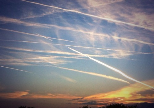 Vapour trails, Twickenham