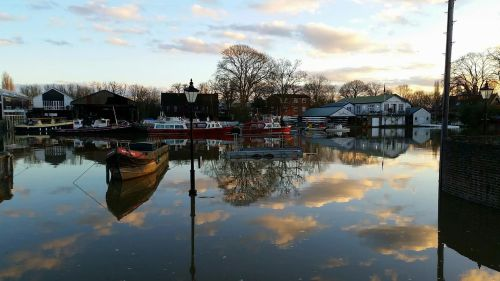 Eel Pie Island, High Tide (Feb 2016) Photo credit: @twickerman